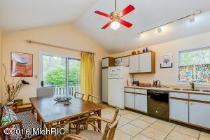 Cottage kitchen (photo 3)
