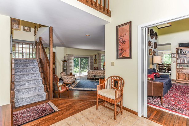 Front Foyer (Opening to Family Room & Great Room) (photo 5)