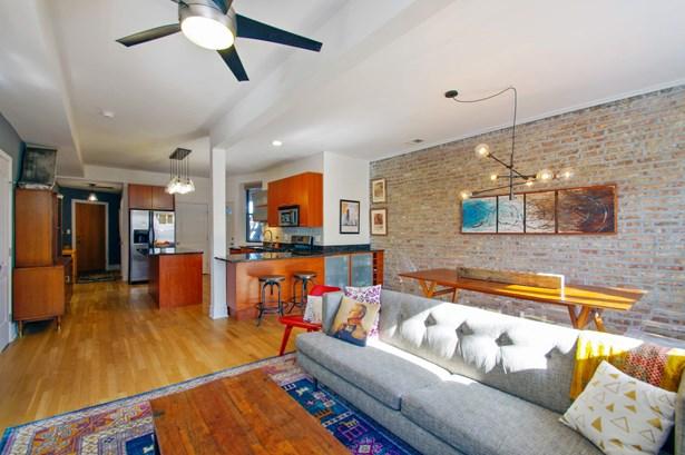 Kitchen / Living Room (photo 4)