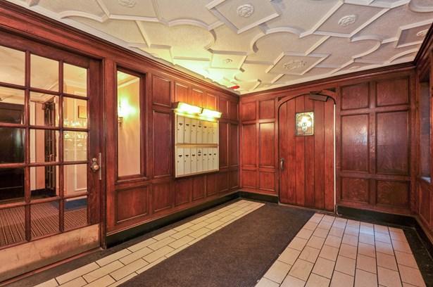 Lobby (photo 5)