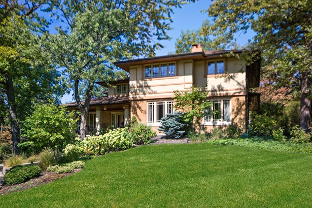 Gorgeous Home with Beautifully Landscaped Yard (photo 1)