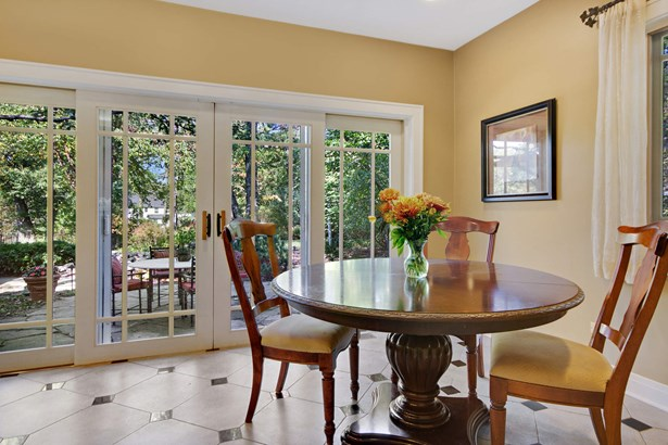 Breakfast Nook with View of the Yard (photo 5)