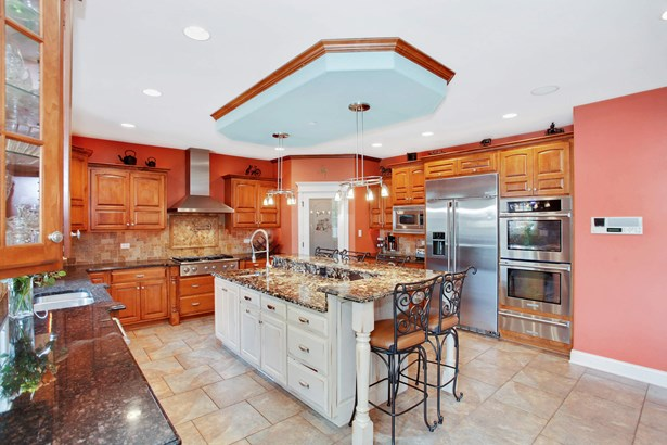 GRANITE COUNTERS & HIGH END SS APPLIANCES (photo 5)