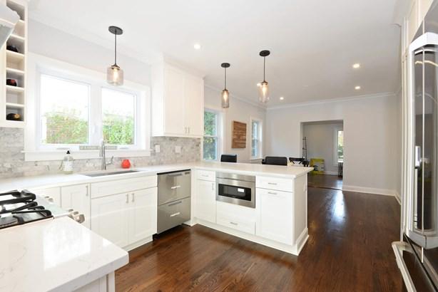 Kitchen / Dining Room (photo 2)