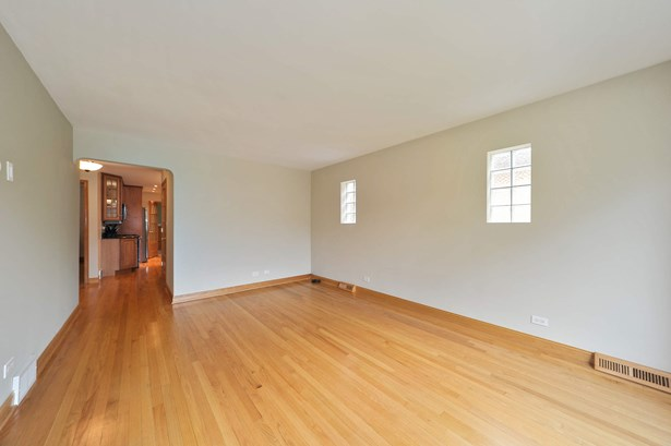 Living Room Unit 1 (photo 5)