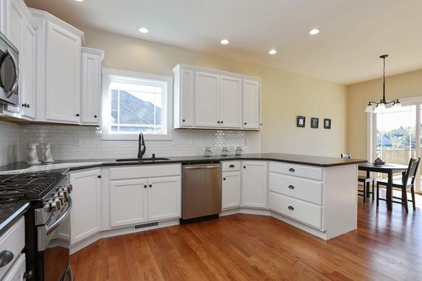 Kitchen/Dining (photo 3)