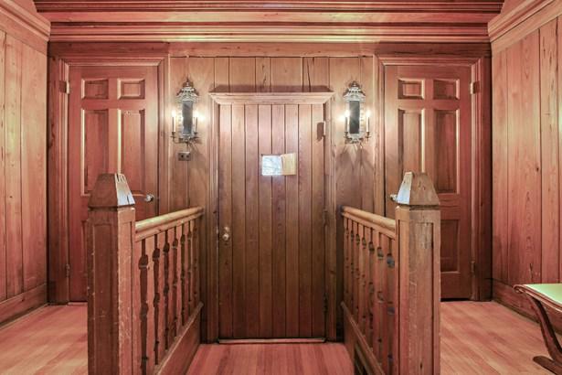 Entryway (photo 3)
