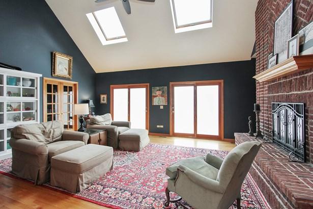Living Room (photo 4)