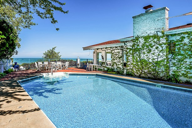 Pool (photo 4)