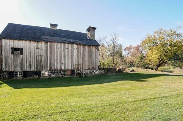 Barn (photo 2)