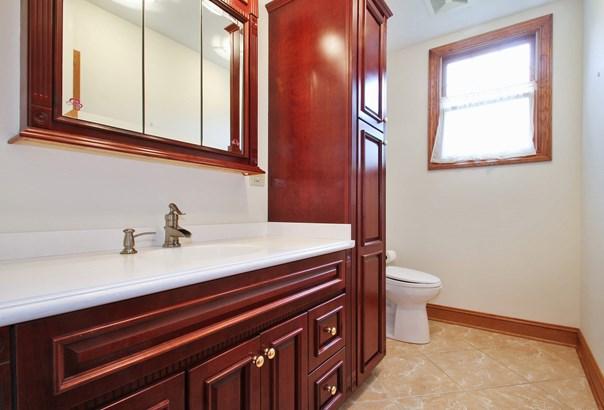 1st Floor 1/2 bath (photo 5)