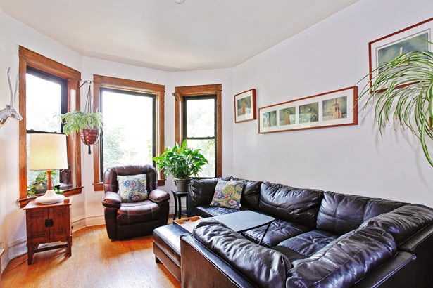 Unit 2 Living Room (photo 5)