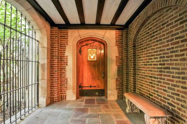 Entryway (photo 4)