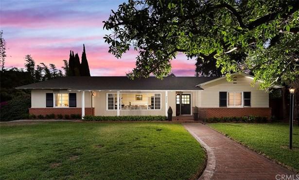 Single Family Residence, Custom Built,Ranch - Santa Ana, CA