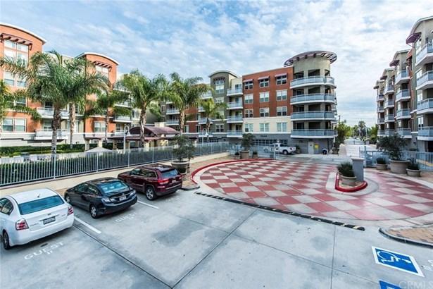 Condominium, Contemporary - Garden Grove, CA