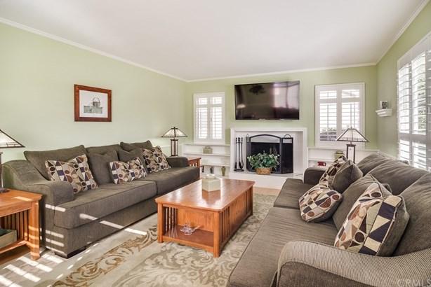 Single Family Residence, Custom Built,Traditional - Santa Ana, CA (photo 3)