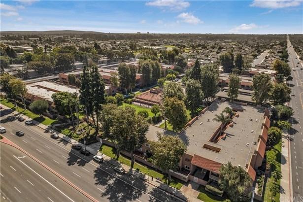Condominium, Traditional - Huntington Beach, CA