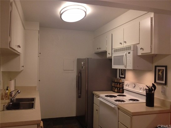Condominium, Traditional - Santa Ana, CA (photo 4)