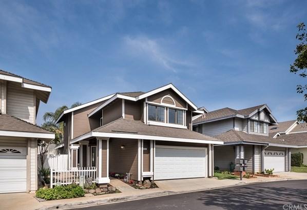 Single Family Residence, Traditional - Tustin, CA (photo 1)