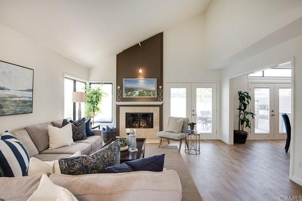 Single Family Residence, Traditional - Tustin, CA (photo 2)