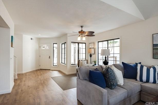 Single Family Residence, Traditional - Tustin, CA (photo 5)