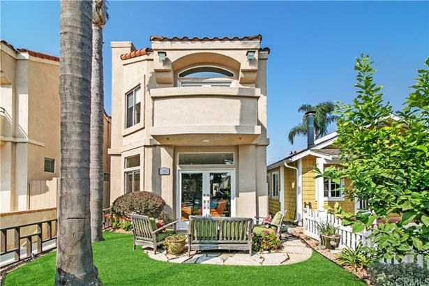 Mediterranean, Single Family Residence - Huntington Beach, CA