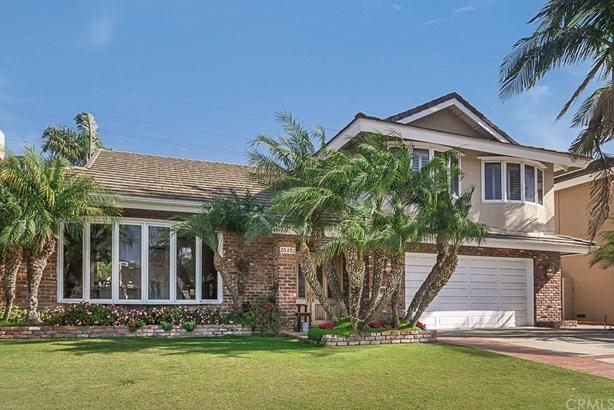 Single Family Residence, Traditional - Huntington Beach, CA (photo 1)