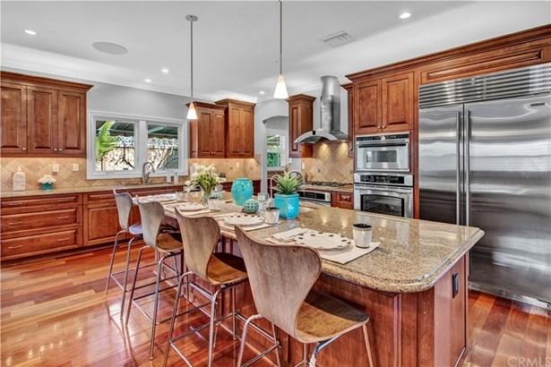 Single Family Residence, Custom Built,Traditional - Costa Mesa, CA