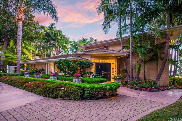 Single Family Residence, Traditional - North Tustin, CA