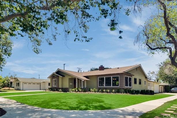 Custom Built,Ranch,Traditional, Single Family Residence - Santa Ana, CA (photo 2)