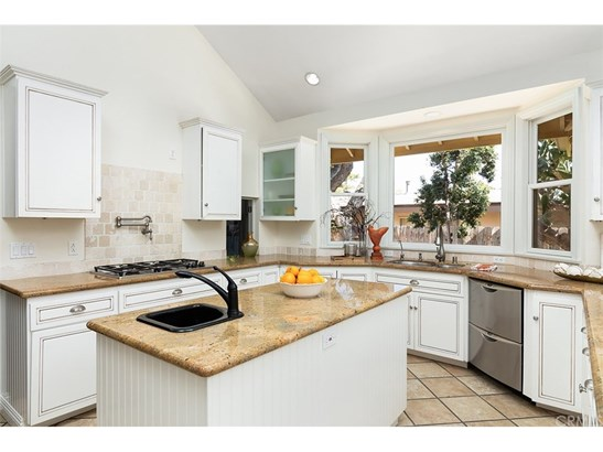 Single Family Residence, Colonial - Tustin, CA (photo 4)