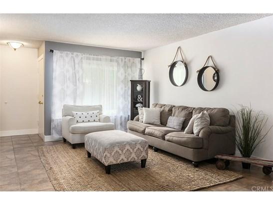 Condominium, Traditional - Santa Ana, CA (photo 2)