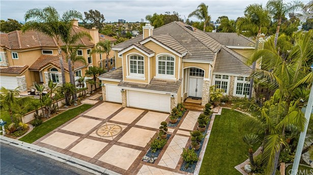 Cape Cod, Single Family Residence - Huntington Beach, CA