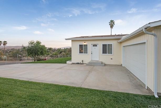 Single Family Residence, Cottage - Corona, CA (photo 4)