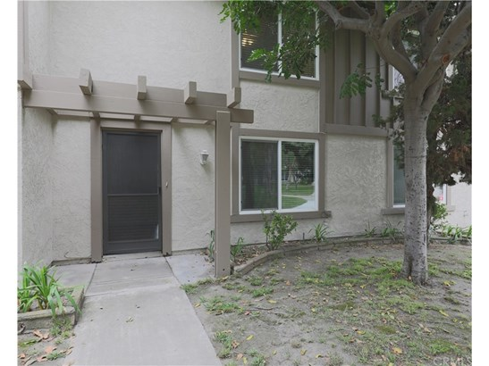 Townhouse, Traditional - Stanton, CA (photo 2)