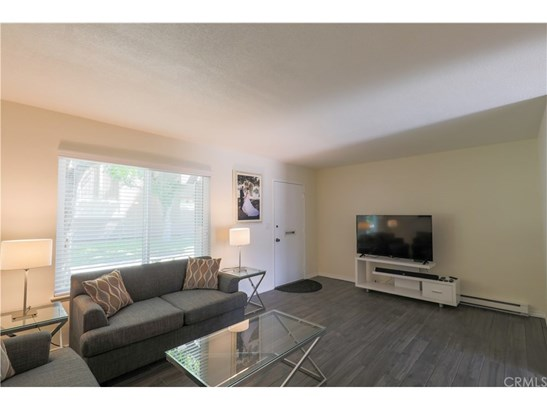 Townhouse, Traditional - Stanton, CA (photo 4)