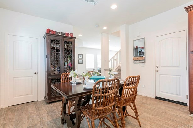 Single Family Residence, Contemporary - Tustin, CA (photo 4)