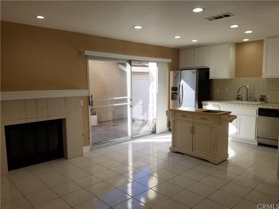 Condominium, Traditional - Irvine, CA (photo 2)
