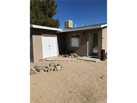 Single Family Residence - Lucerne Valley, CA (photo 2)