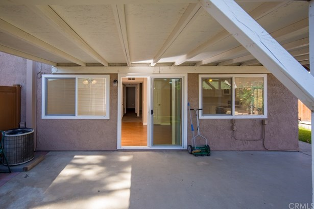 Townhouse, Traditional - Chino, CA (photo 2)