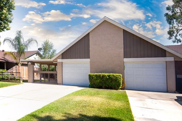 Traditional, Duplex - Chino, CA (photo 4)