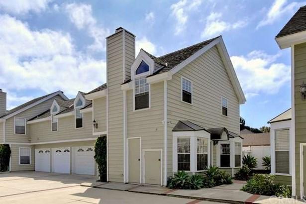 Condominium, Cape Cod - Costa Mesa, CA