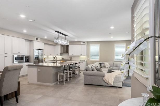 Contemporary,Modern, Condominium - Irvine, CA