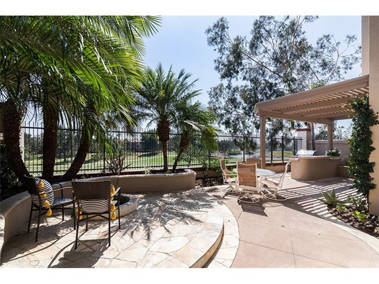 Condominium - Tustin, CA (photo 2)