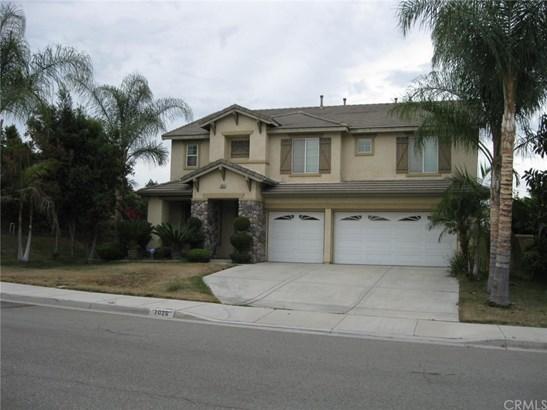 Single Family Residence, Contemporary - Eastvale, CA (photo 2)