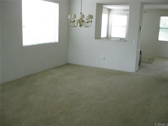 Single Family Residence, Contemporary - Eastvale, CA (photo 4)