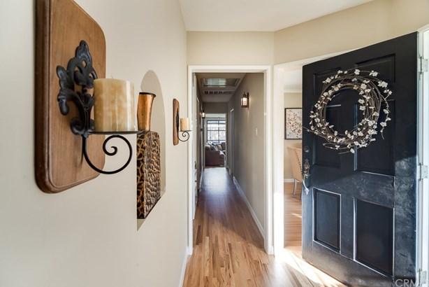 Single Family Residence, Custom Built,Traditional - Santa Ana, CA (photo 4)
