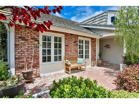 Single Family Residence, Traditional - Fountain Valley, CA (photo 2)