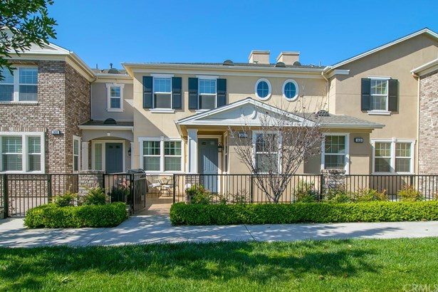 Townhouse, Traditional - Tustin, CA (photo 2)