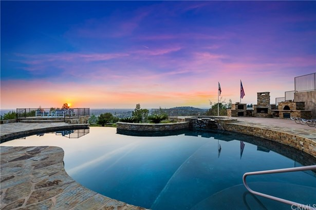 Single Family Residence, Custom Built,Traditional - North Tustin, CA